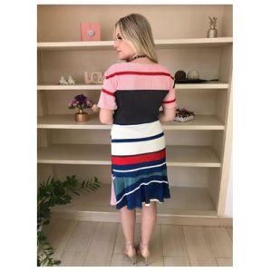 Vestido curto tricolor manga curta, evasê