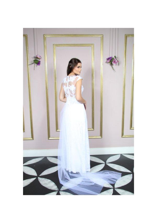 Vestido de noiva, busto com aplicação renda Soutache bordada, com mini manga e saia evasê em renda chantily, cor branco