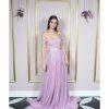 Vestido de festa madrinhas, lilás, ombro à ombro, com aplicação em rendas e saia godê de tule.
