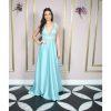 Vestido de festa madrinha, azul serenity, decote V, com bordado em prata, saia godê