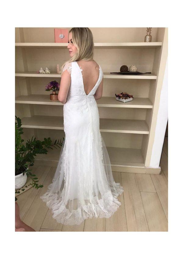 Vestido de noiva Boho chic, decote V, com mini mangas, detalhes de renda chantily e aplicações em renda soutache, detalhes da saia em tule