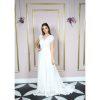 Vestido de noiva com manga bordada com mini pérolas e cristais, busto com renda arabesco bordada, saia evasê em renda chantily com barrado na barra
