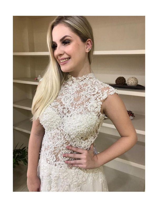 Vestido de noiva, busto soutache bordado com pedrarias estilo Grace kelly, com saia evasê em renda chantily e barrado com renda soutache bordada