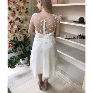 Vestido de noiva midi, com saia em camadas de organza