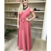 Vestido de festa madrinhas, na cor rosê, decote V, detalhe na manga, e amarração na cintura
