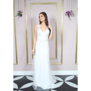 Vestido de noiva decote V, com bordado e saia
