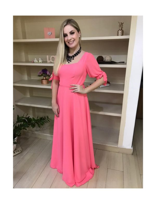 Vestido de festa madrinha, rosa, decote em V, com manguinha fluida e saia evasê