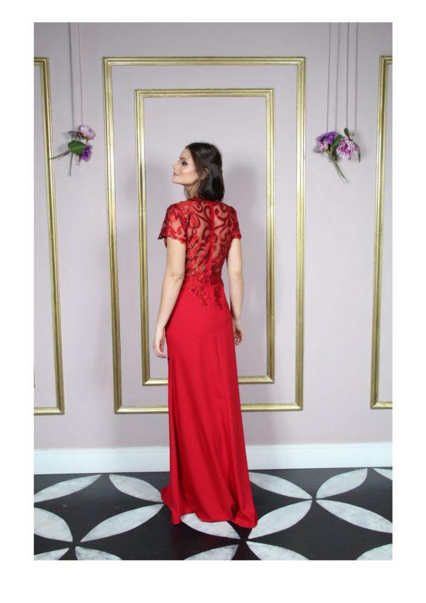 Vestido de festa madrinhas, vermelho, com busto de renda arabesco, manga curta e saia semi sereia