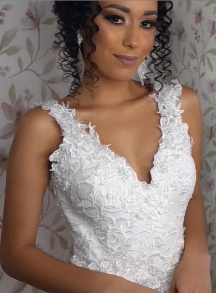 Vestido de noiva com alguém apaixonada e comprometida